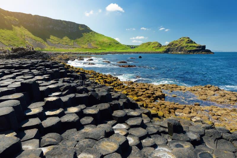 巨人堤道,六角玄武岩石头区域,创造由古老火山的裂痕爆发,安特里姆郡,北爱尔兰 免版税图库摄影