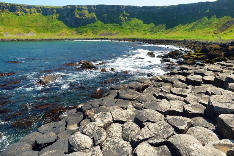 巨人堤道,六角玄武岩石头区域,创造由古老火山的裂痕爆发,安特里姆郡,北爱尔兰 库存图片