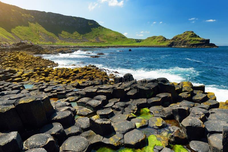 巨人堤道,六角玄武岩石头区域,安特里姆郡,北爱尔兰 著名旅游景点,联合国科教文组织世界 免版税库存图片
