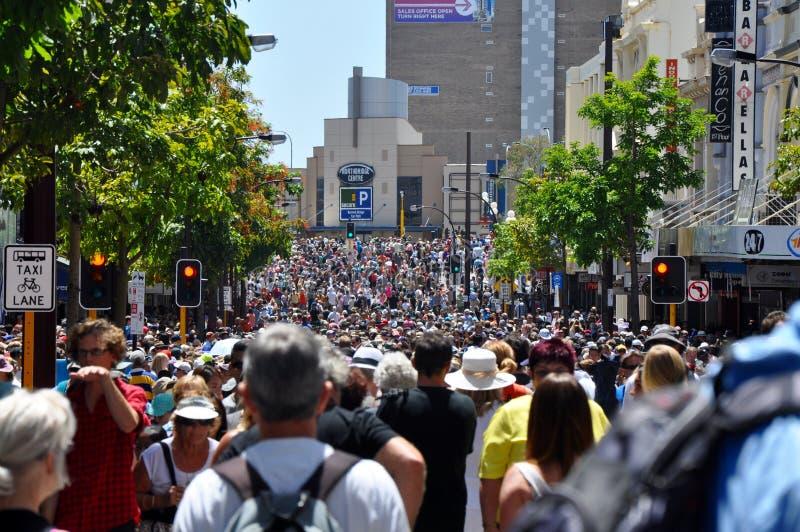 巨人的旅途的街道人群:珀斯,澳大利亚 库存照片