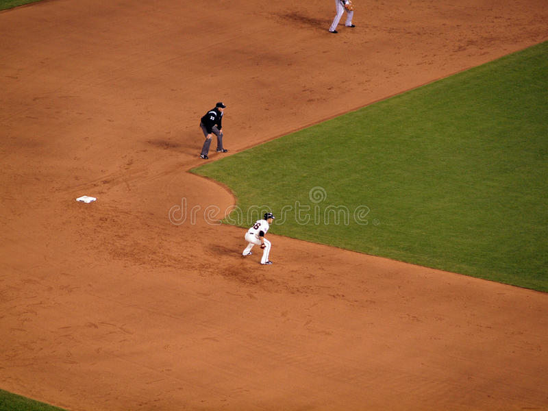 巨人赛跑者Andres Torres领先从二垒的大 免版税库存照片