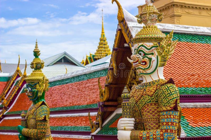 巨人雕象在Wat Phra Keaw 图库摄影