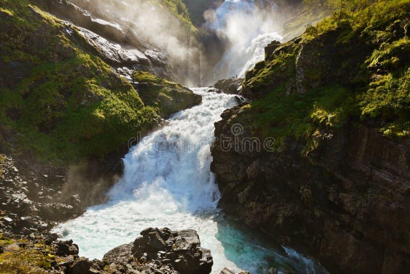 巨人Kjosfossen瀑布在Flam -挪威 免版税库存图片