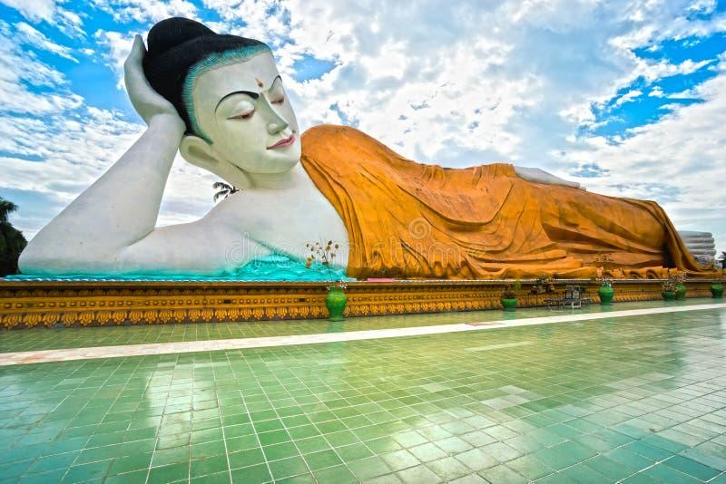 巨型休眠的菩萨(100 mt。), Bago,缅甸。 库存照片