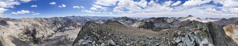 黑巨型山全景 库存图片