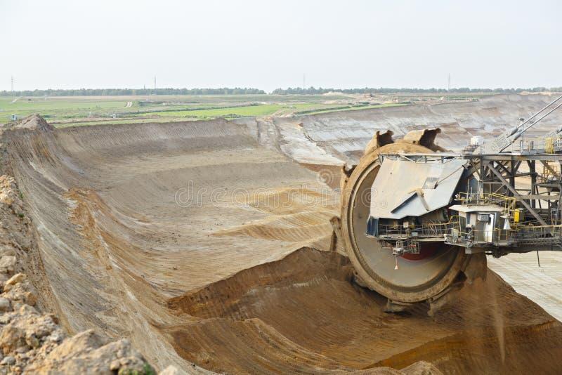 巨型桶轮子在工作 免版税库存照片