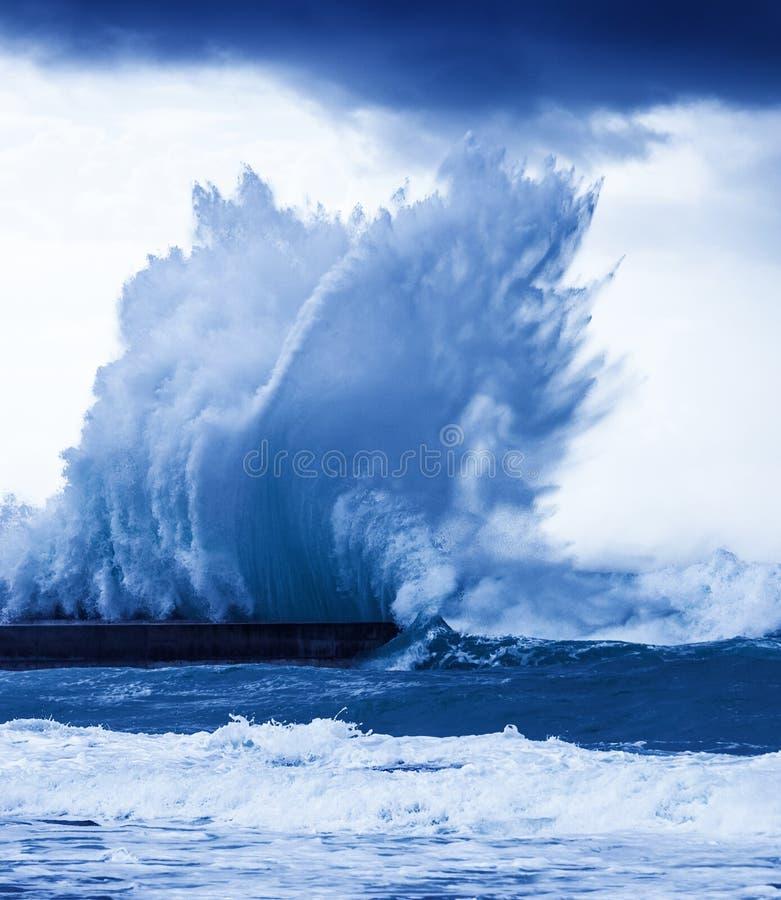 巨型波浪 免版税库存图片
