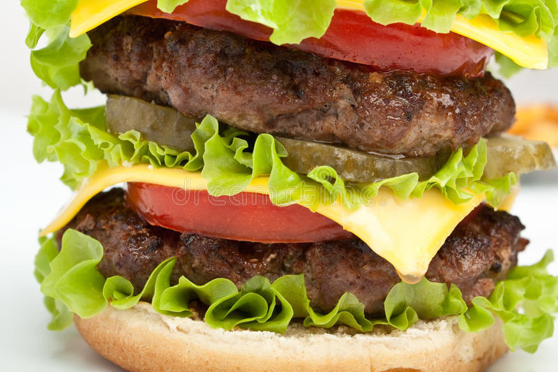 巨型的双重乳酪汉堡 免版税库存照片
