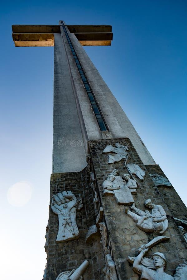 巨型艺术性的十字架 免版税库存照片