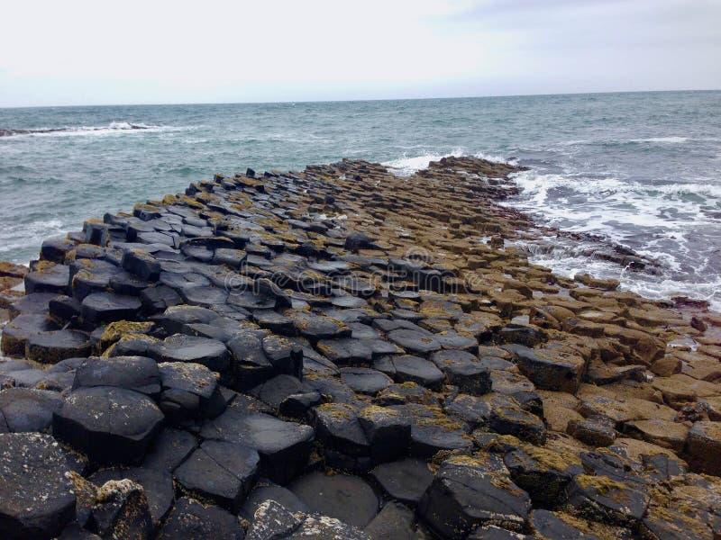 巨型` s堤道石头 库存图片