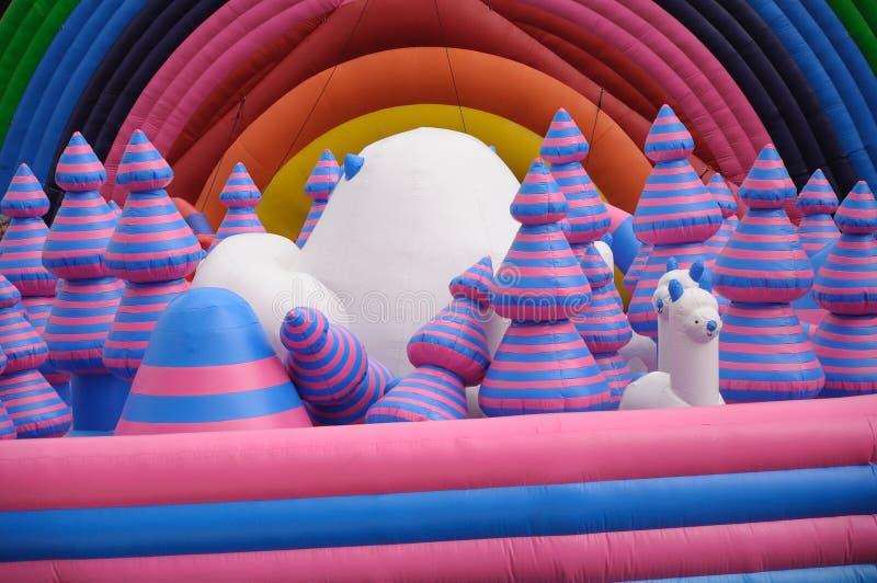 巨型inflatables操场平台 免版税图库摄影