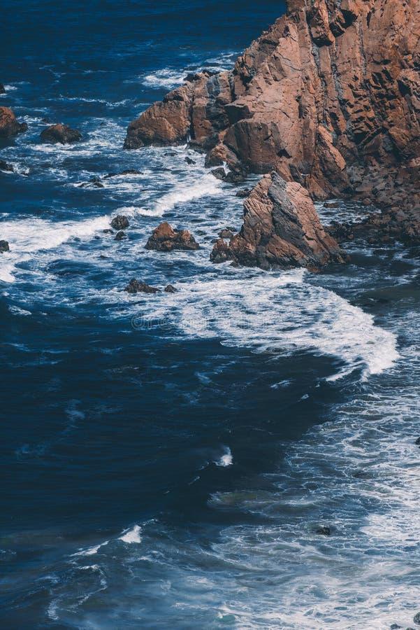 巨大岩层罗卡角,卡斯卡伊斯,葡萄牙 免版税库存图片