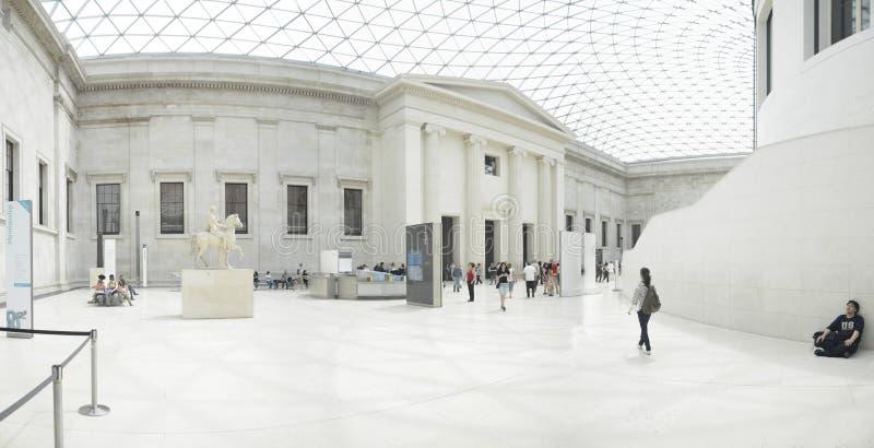 巨大法院的内部看法在大英博物馆的在伦敦 库存图片