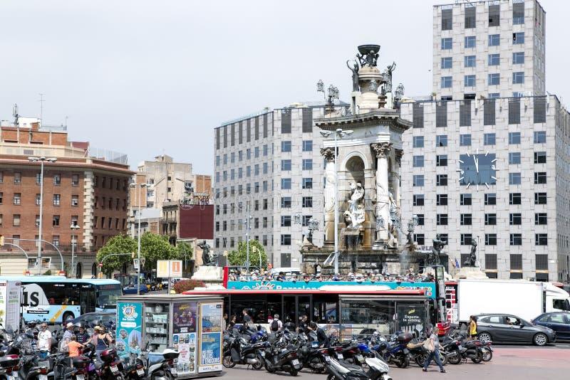 巨大的喷泉在广场Espanya的中心 库存图片