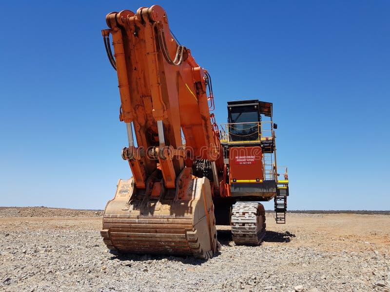 巨大的大采矿挖掘机铁锹挖掘者桶 免版税库存图片