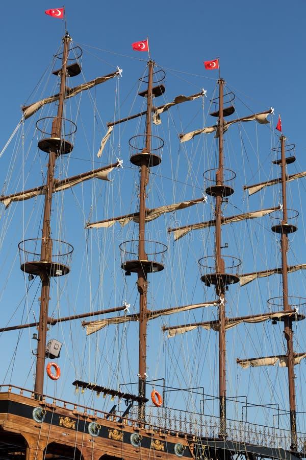 巨大的帆船帆柱和风帆  库存照片