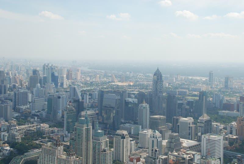巨大的曼谷的美妙的看法从摩天大楼的顶楼的 免版税库存图片