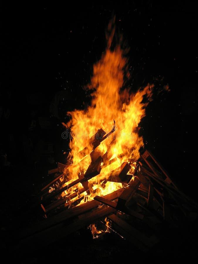 巨大的篝火 免版税库存照片