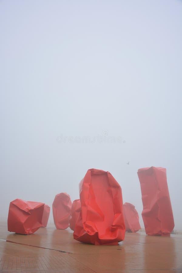 巨大的艺术作品'Rock Strangers',阿尔内Quinze's第一金属设施 图库摄影