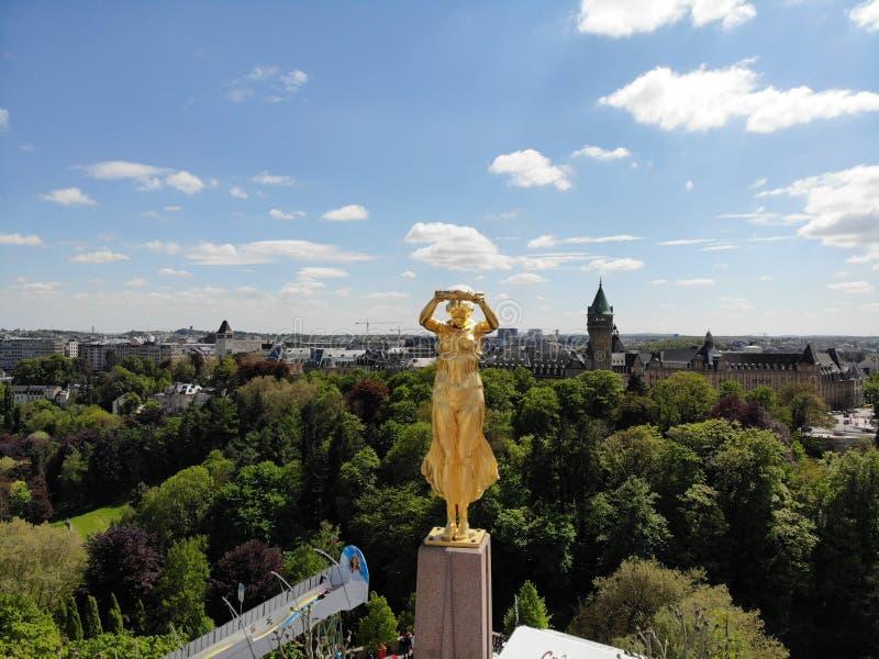 巨大看法从上面 卢森堡市,小国家卢森堡,欧洲的资本 E 创造由DJI Mavic 库存照片