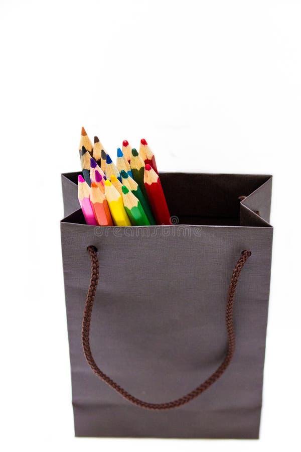 巨大礼物想法-一套色的铅笔,明亮作为rainbo 免版税库存照片