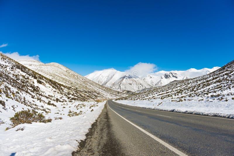 巨大高山高速公路Arthurs通行证。新西兰 免版税图库摄影
