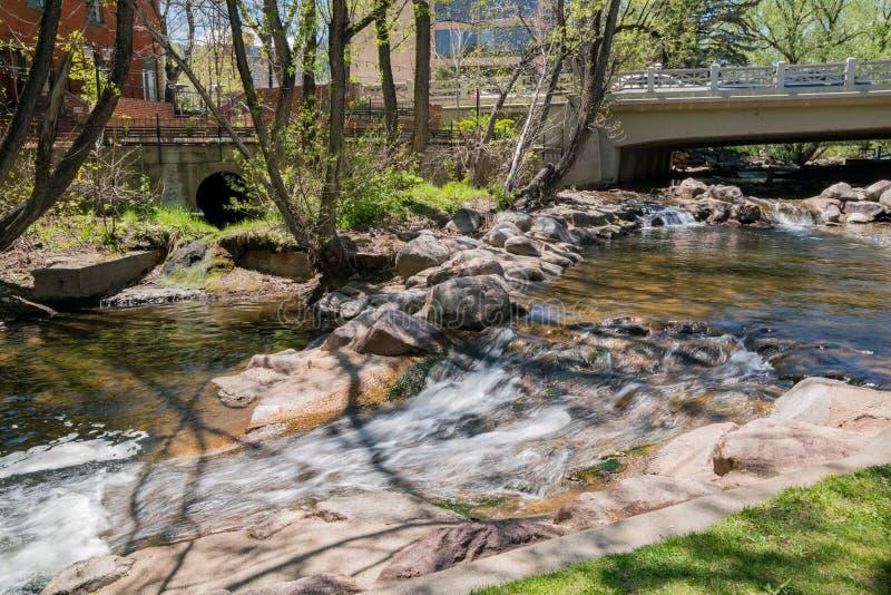 巨石城小河的超级净水 库存图片