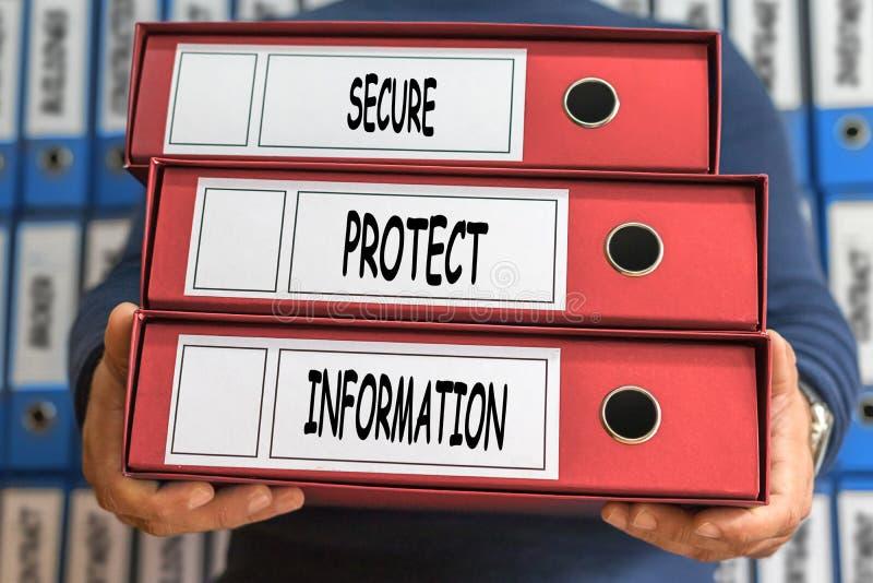 巩固,保护,信息概念词 3d概念被回报的文件夹照片 环形 库存图片