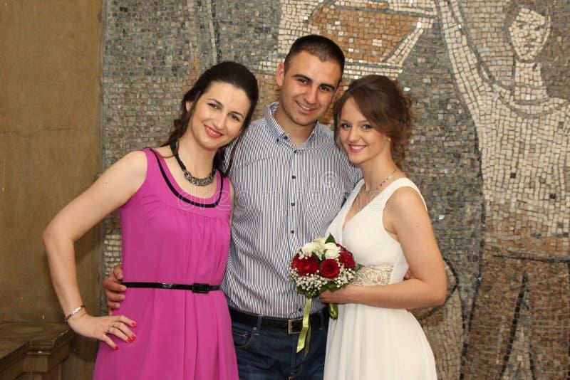 已婚夫妇和姐妹姿势 免版税库存照片