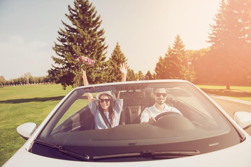 已婚家庭挡风玻璃射击  旅行,放松,变冷,逃脱, s 库存图片