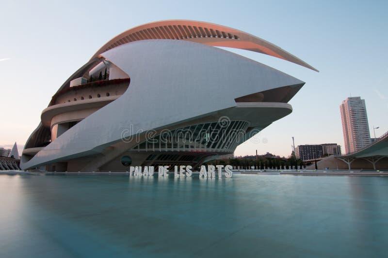 巴伦西亚,西班牙- 2019年4月28日:索菲亚王后艺术歌剧院艺术的女王索非亚宫殿,设计由卡拉特拉瓦 库存照片