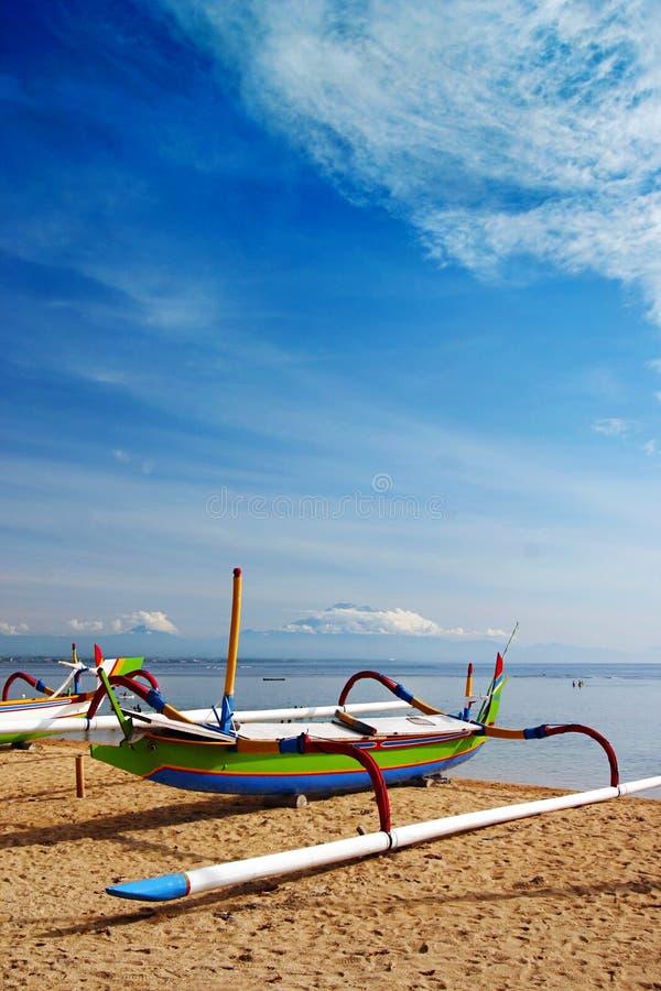 巴厘岛海滩小船海边 库存照片