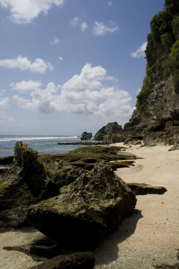 巴厘岛海滩uluwatu 免版税库存照片