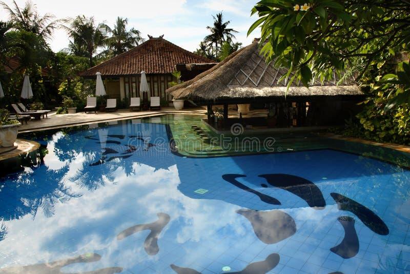 巴厘岛热带旅馆的池 免版税库存图片