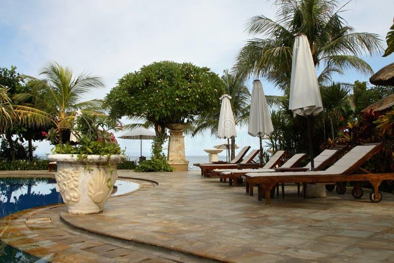 巴厘岛热带旅馆的池 免版税库存照片