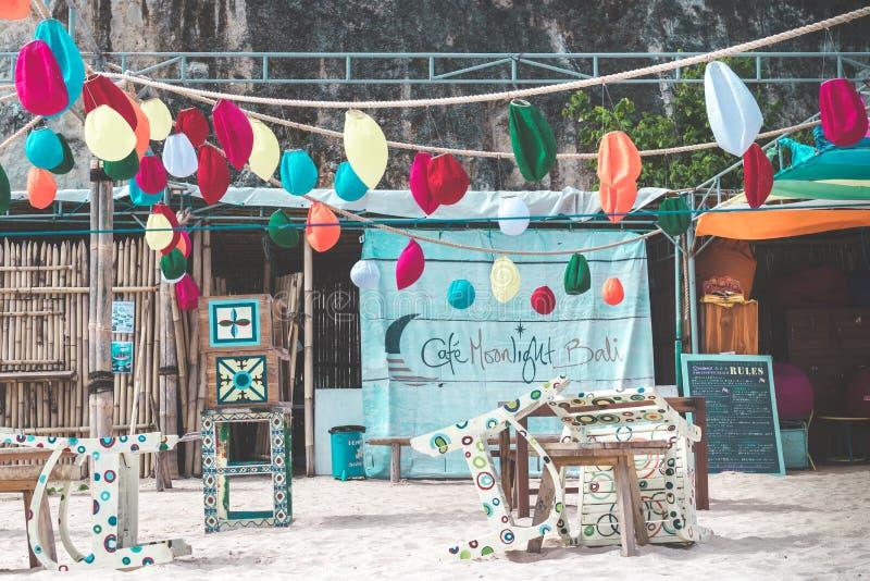 巴厘岛,印度尼西亚- 2018年2月7日:海滩咖啡馆 库存图片