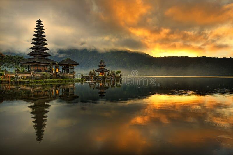 巴厘岛bratan danu pura寺庙ulun水 图库摄影