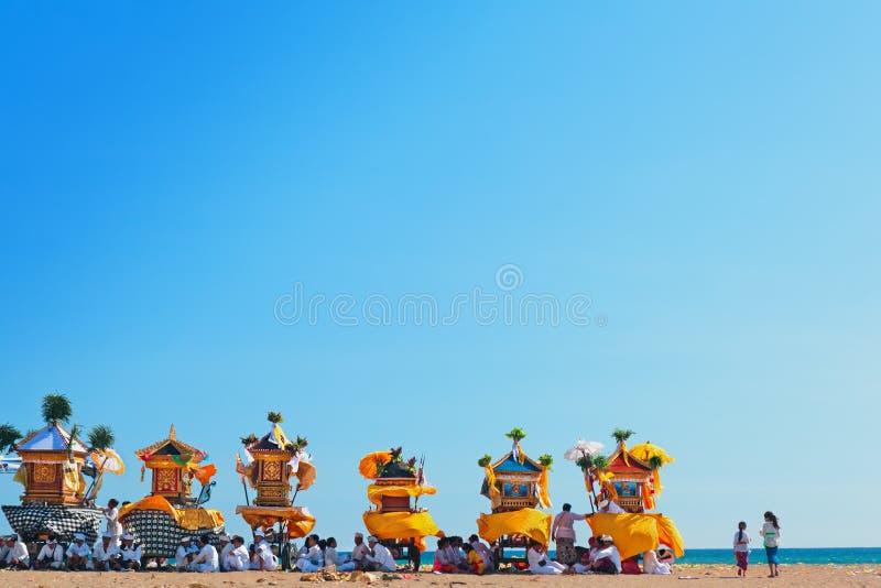 巴厘语仪式Melasti在Nyepi天前 免版税库存图片