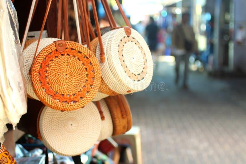 巴厘语袋子和纪念品 库存照片