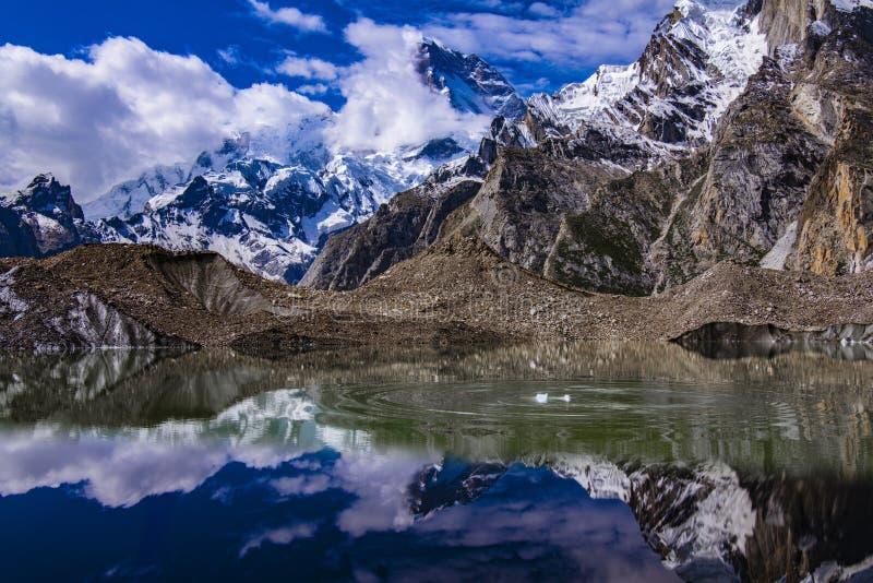 巴基斯坦迁徙的喀喇昆仑山脉K2 图库摄影