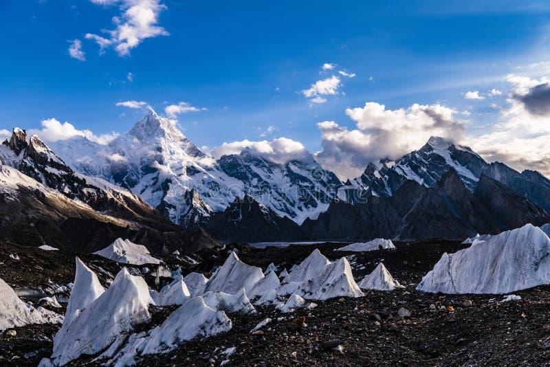 巴基斯坦迁徙Mt玛夏布洛姆峰的喀喇昆仑山脉K2 免版税图库摄影