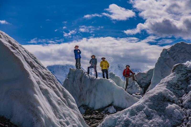 巴基斯坦迁徙Mt Trango日落的喀喇昆仑山脉K2 免版税图库摄影