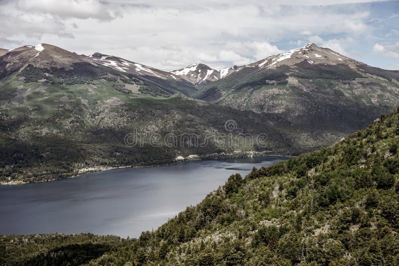 巴塔哥尼亚山和湖 免版税图库摄影