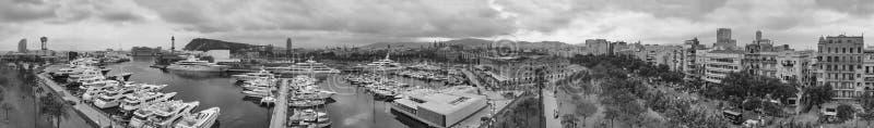 巴塞罗那口岸和小船,西班牙全景空中日落视图  免版税库存照片