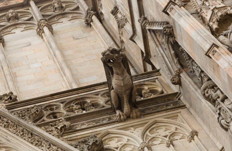 巴塞罗那大教堂 结构蓝色详述天空摩天大楼 免版税库存图片