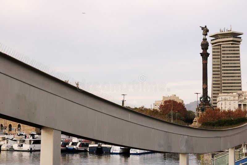 巴塞罗那港的看法往城市的 免版税库存照片