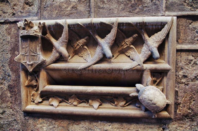 巴塞罗那的历史档案的邮箱细节,在巴塞罗那哥特区  免版税库存照片