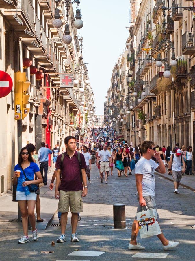 巴塞罗那繁忙的la rambla街道 库存图片