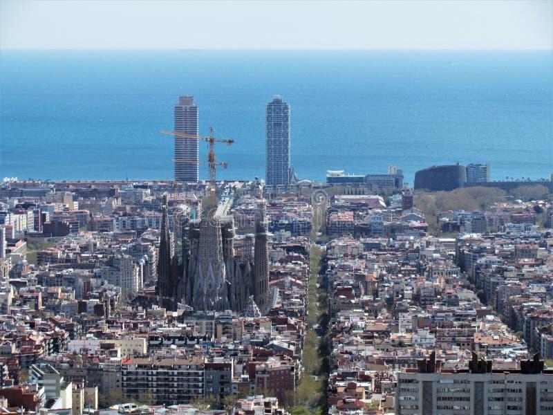 巴塞罗那,西班牙看法,从地堡的小山在城市的上部 免版税库存图片
