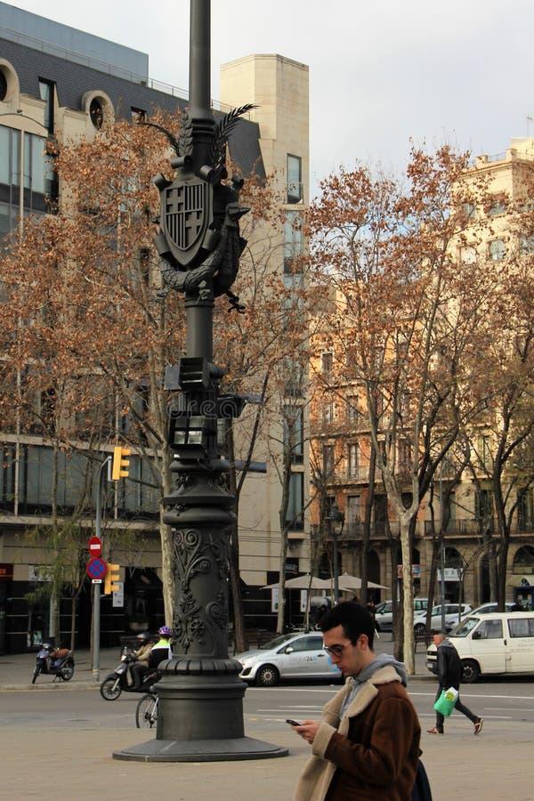 巴塞罗那,西班牙,2017年1月 冲关于他们的在街道上的事务的人们在市中心 免版税图库摄影